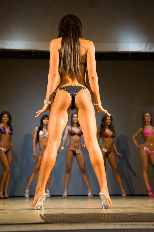 Дамы в бикини сзади смотреть онлайн фотоография
