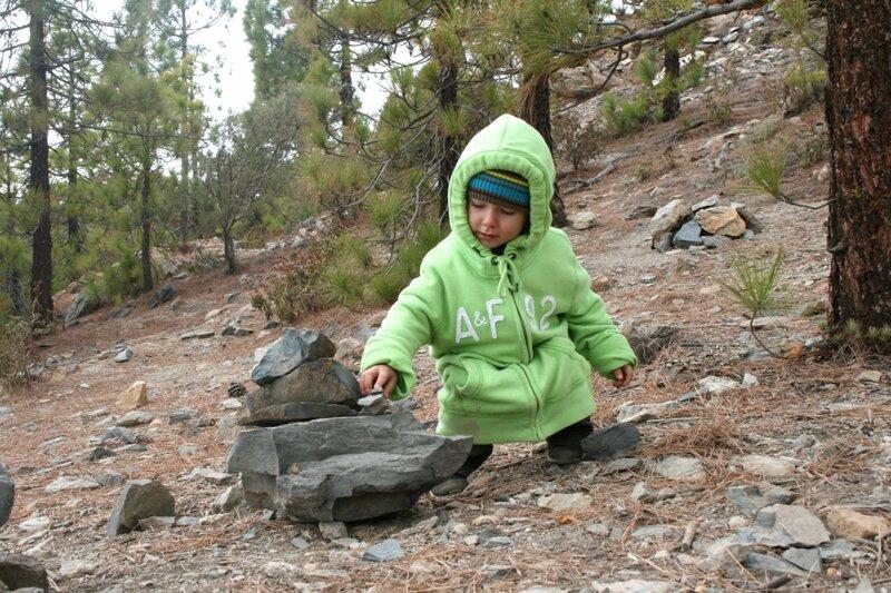 Строим пирамидки из камней на Тенерифе