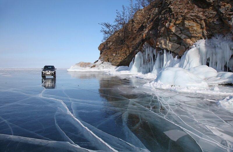 По льду.