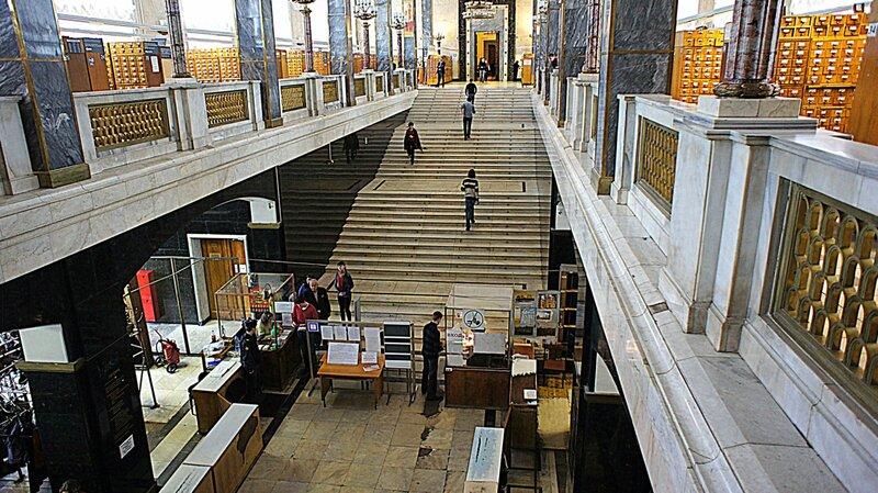 ГРБ Ленинка Другая Москва Из вестибюля мраморная лестница поднимается в зал каталога и распределительный холл за которым размещены специализированные читальные залы