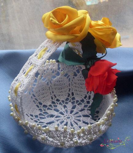 корзинка крючком цветы из атласных лент.