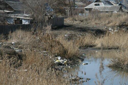На участке лога Костанай-Сай в районе улицы Баймагамбетова кто-то устроил свалку пластиковых бутылок
