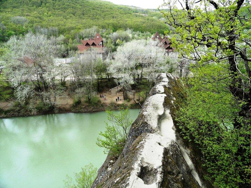 Район г. Горячий Ключ (Краснодарский край). Река Псекупс. Апрель