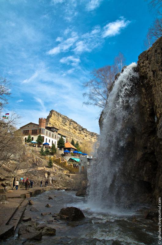 Медовыми водопады называют