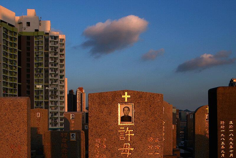 Нет покоя усопшим! В Гонконге уже негде хоронить покойников