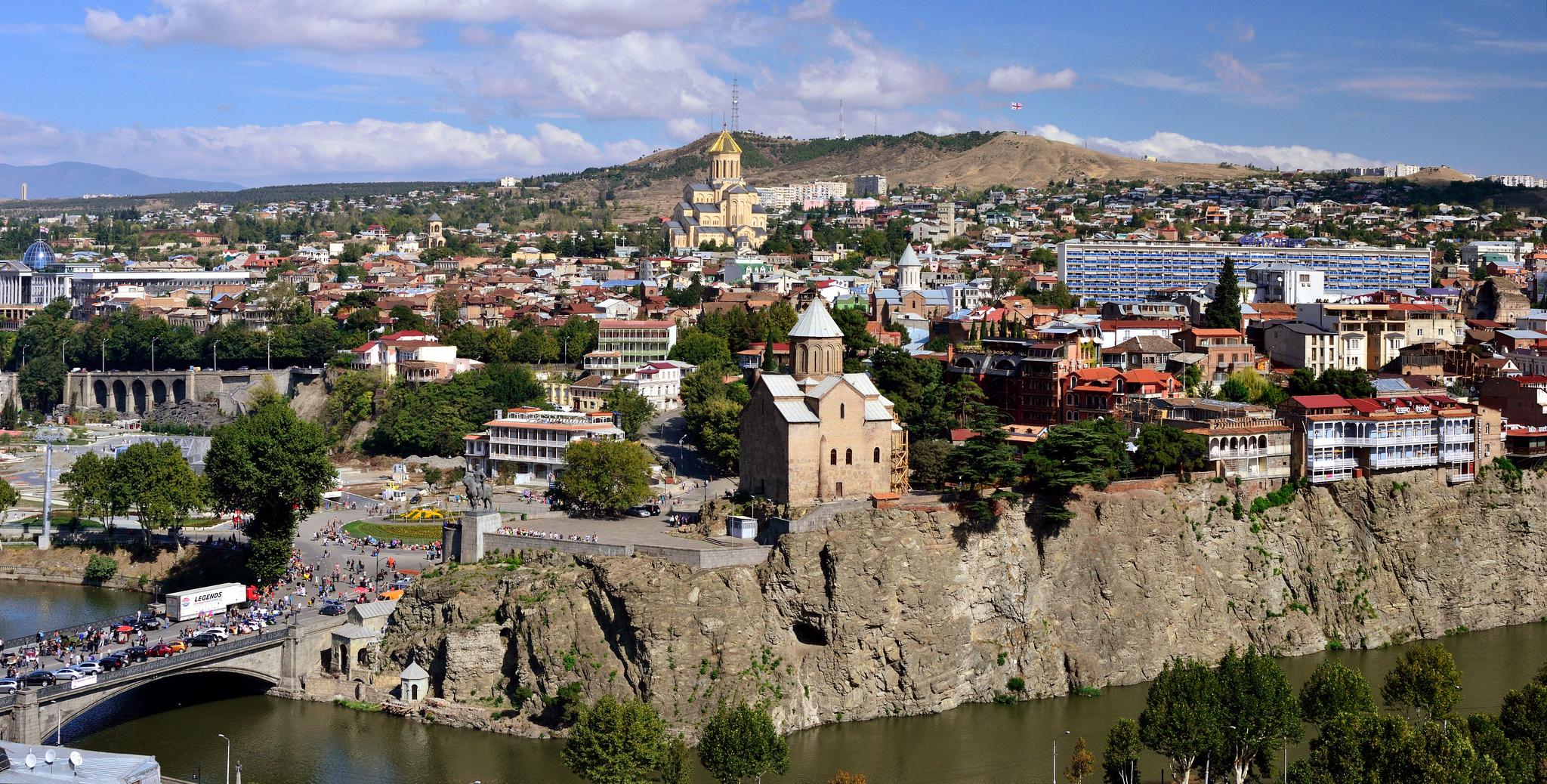 Тбилиси старый и красивый город со множеством достопримечательностей как прошлых веков, так и нового