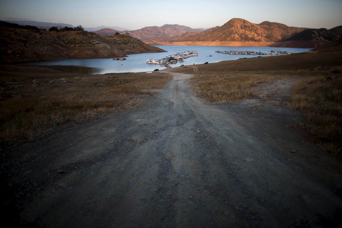 9. Вид на озеро Пайн Флэт, сделанное с места, которое когда-то было под водой. Засуха в Калифорнии д