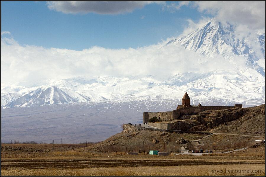 Монастырь Хор Вирап на фоне Арарата