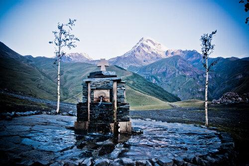 Источник воды у храма