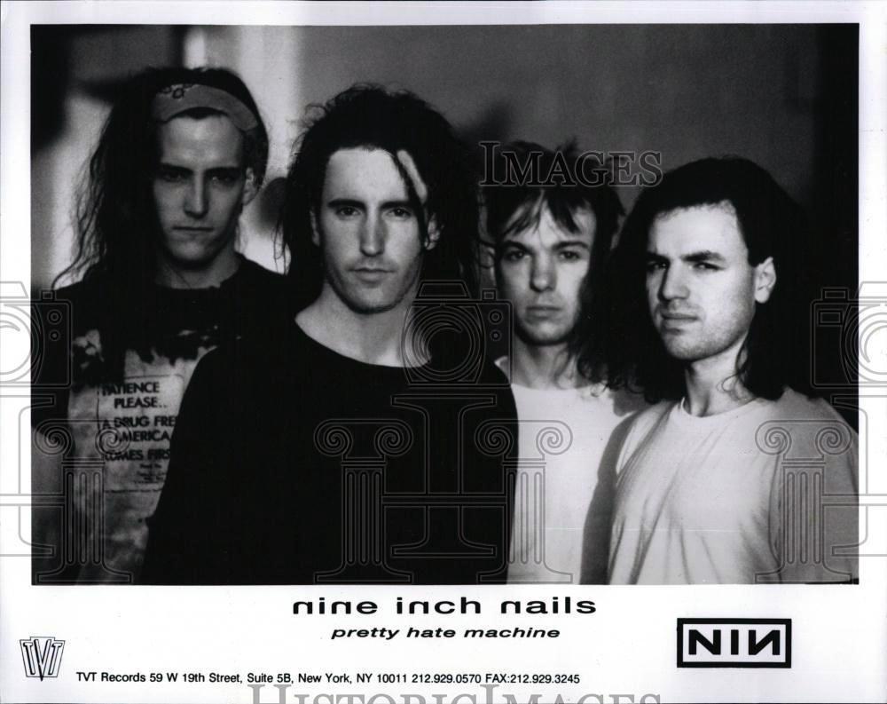 Nine Inch Nails - ILLNESS ILLUSION