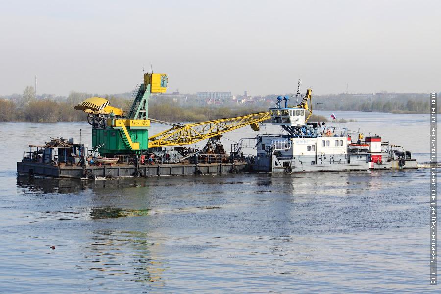 Буксир-толкач «БТМ-462» (проект Р-162, 1984 год постройки) и плавкран