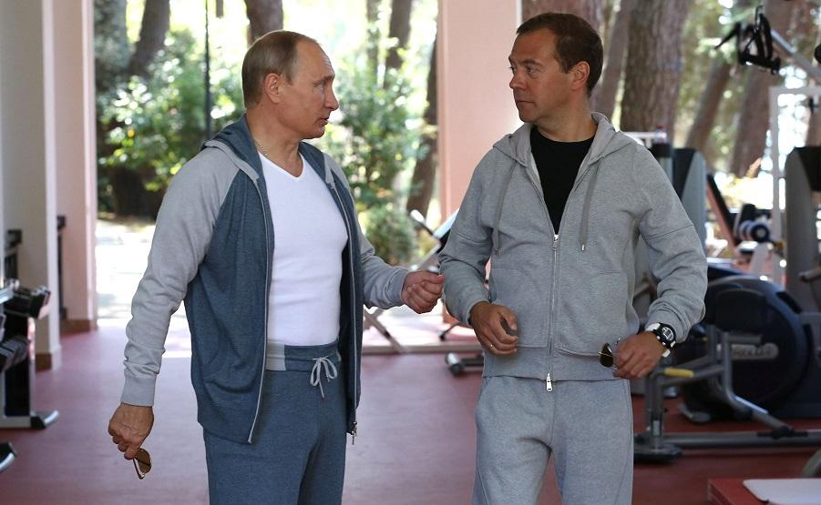 С председателем правительства Дмитрием Медведевым-2, 30.08.15.jpg