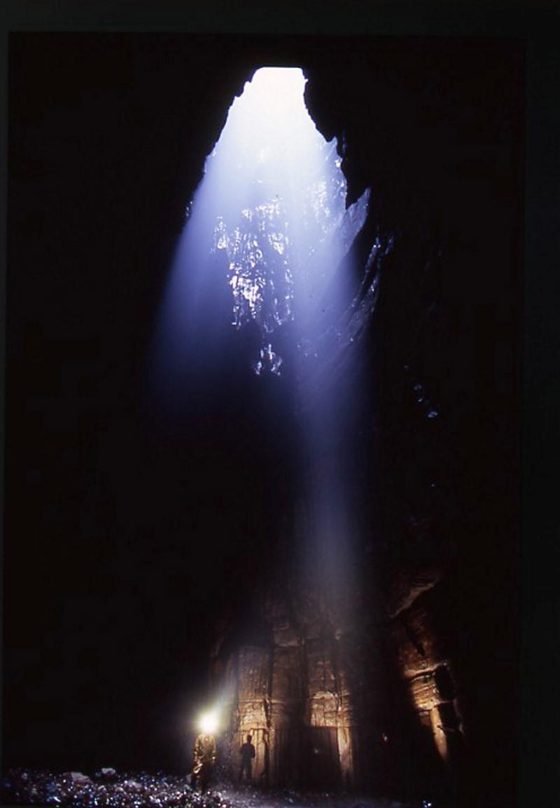 Пещера в Англии с водопадом