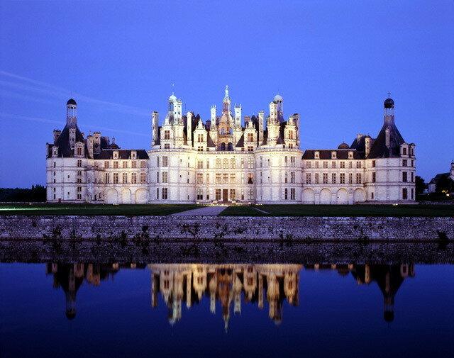 Королевский замок, доминирующий над городом Амбуаз на высоком берегу Луары, откуда открывается один из самых...