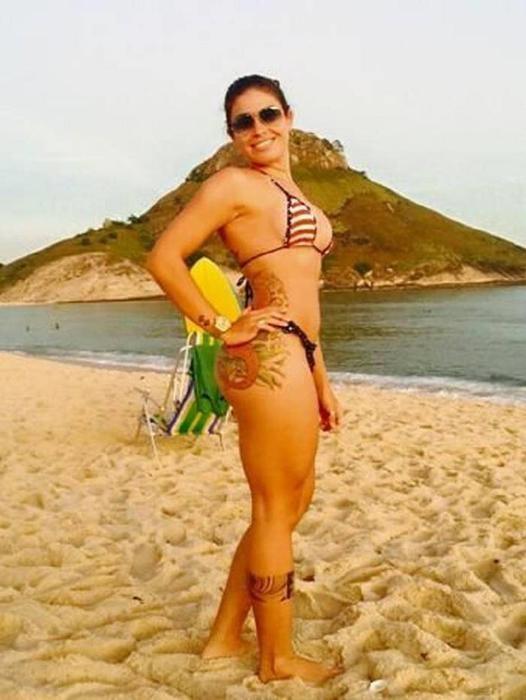 Фотографии сексуальной уборщицы из Бразилии