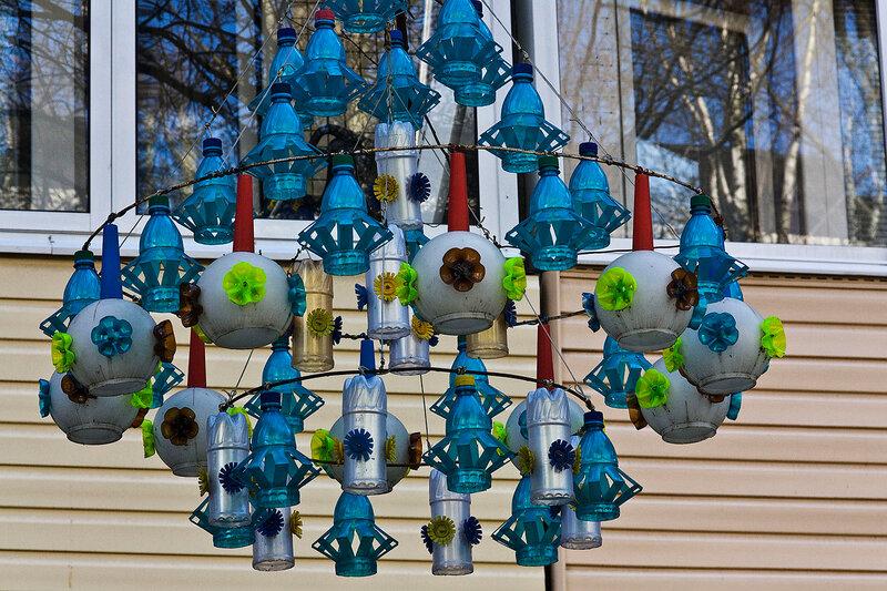 Украшаем свой двор из пластиковых бутылок своими руками 77