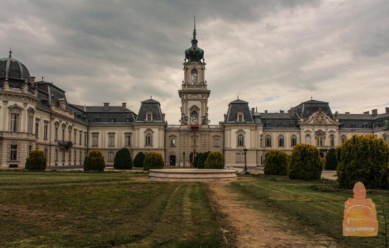 Во дворце есть своя церковь