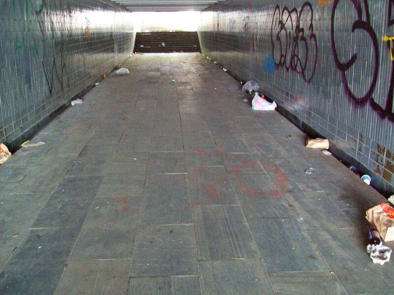 Внутри подземного перехода на набережной Днепра