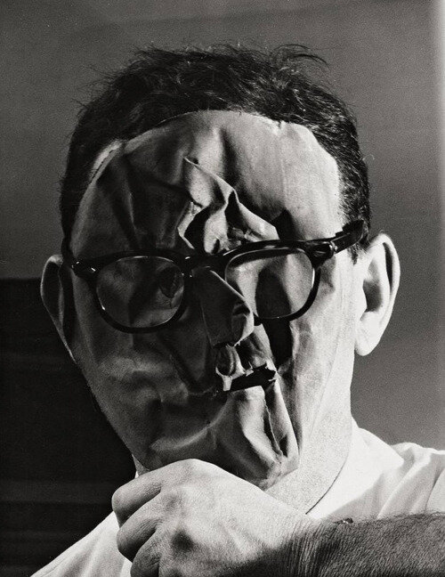 Erwin Blumenfeld, Self-Portrait with mask, New York, 1958