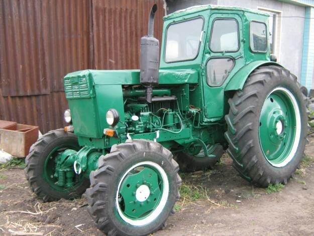 Трактор т 40 с косилкой.