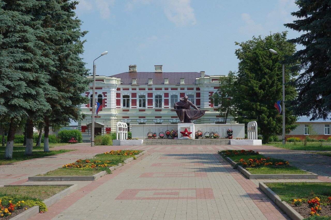 ВОВ на фоне админской села