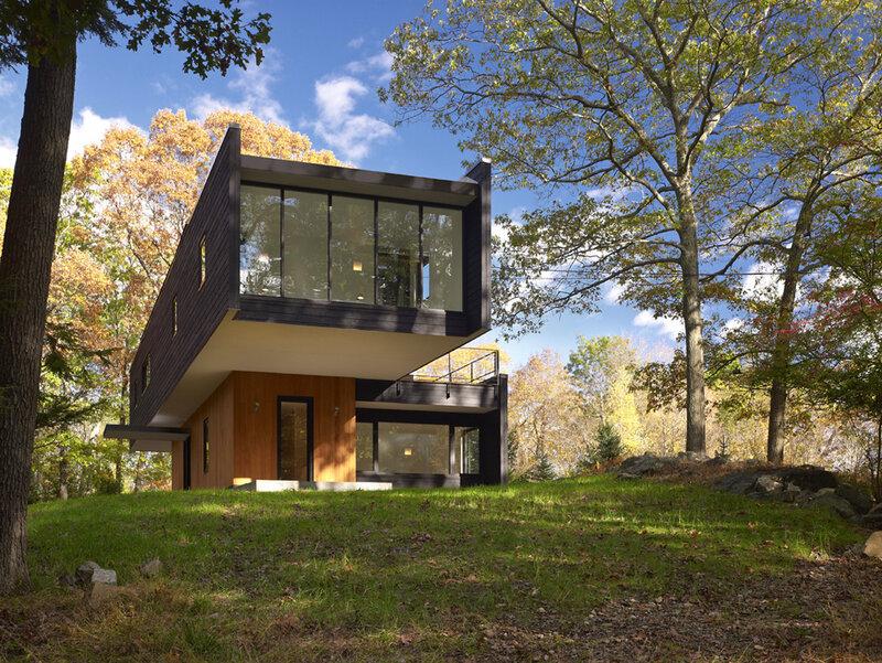 Частный дом Waccabuc House, окруженный нью-йоркским лесом