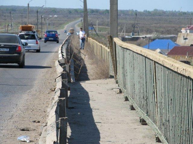Смерть молодого парня из-за дырявого моста в Астрахани