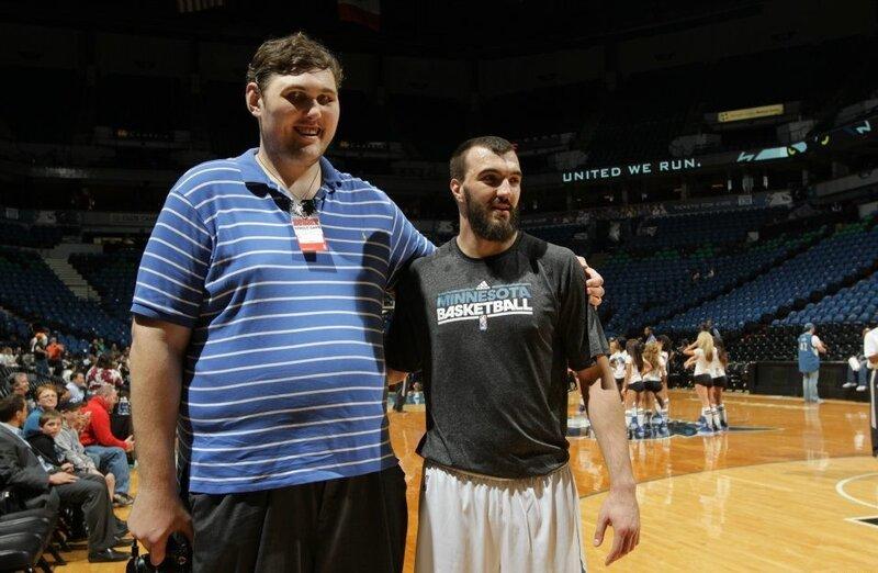 Рост мужика справа - 2,11 м, а вес - 132 кг