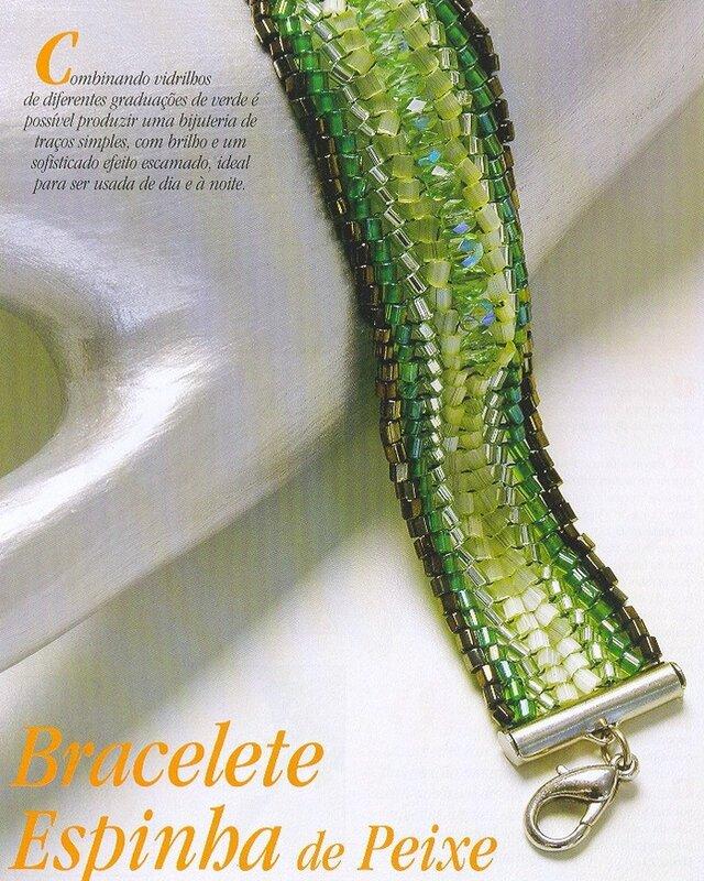 Широкий зеленый браслет из рубки с добавлением бусин.  Подробная схема его плетения.