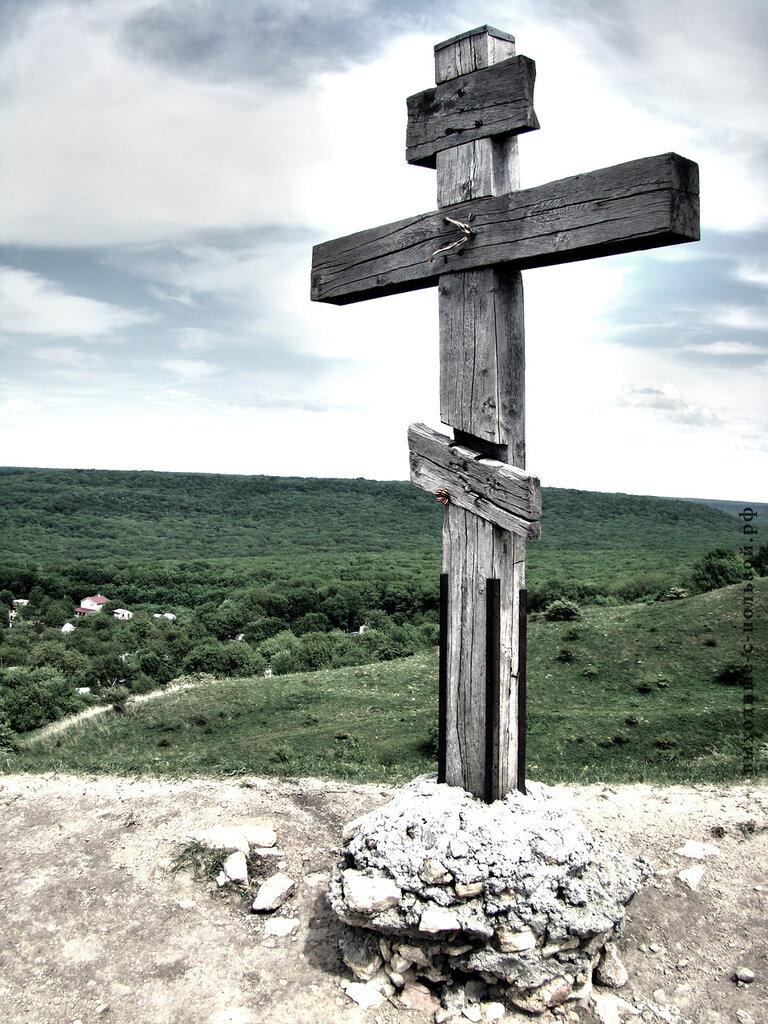 Деревянный крест на Беспутских полянах