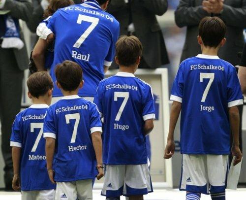 Raul con hijos 13