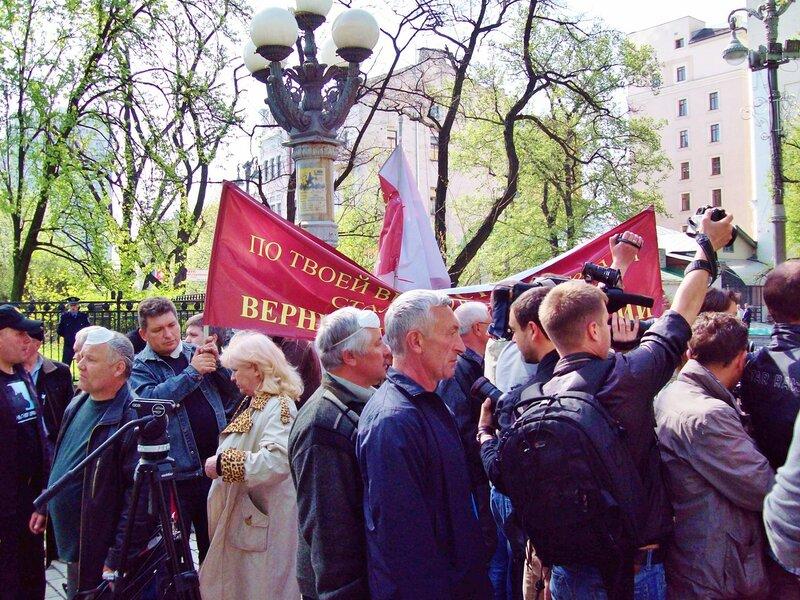Учатники шествия чернобыльцев