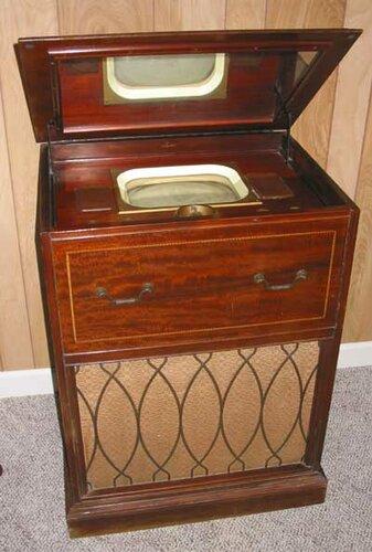 один из первых телевизоров