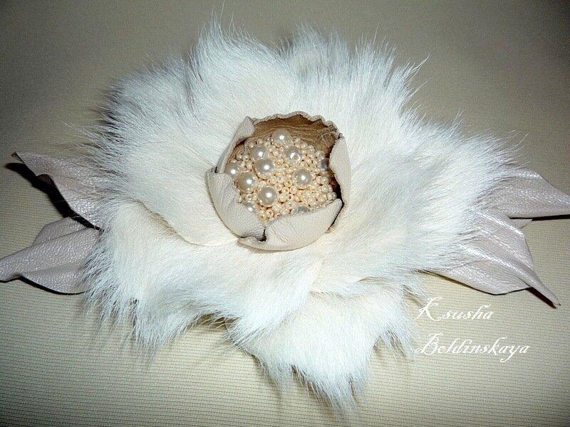 Броши ручной работы.  Ярмарка Мастеров - ручная работа брошь цветок из меха.  Handmade.
