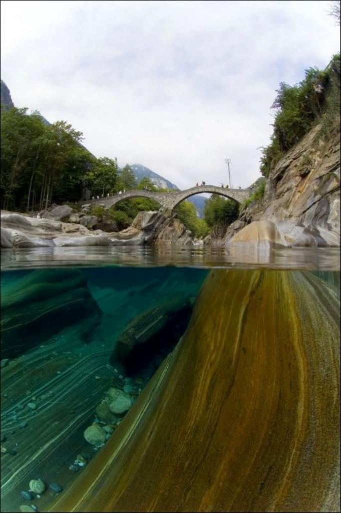 Интересное. Кристально чистые воды реки Верзаска. посетил, сверху, теперь, этого, красоту, показать, места, поновому, достопримечательности, сосредоточено, Здесь, хотел, изпод, заснять, глубже», «проникнуть, знаменитый, туристический, ракурса, нового