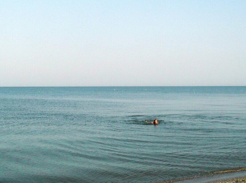 У моря, весна