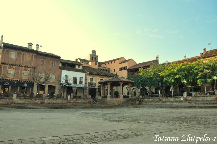 площадь испанской деревни
