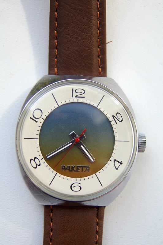 Раритетные наручные часы квадратно-округлые