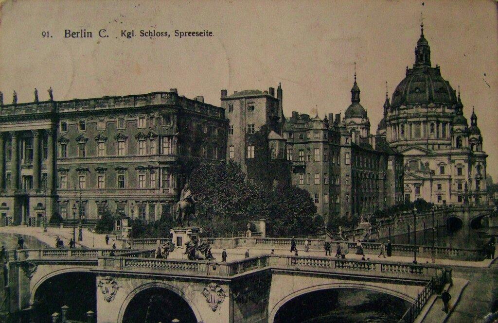 БЕРЛИН. Королевский дворец на реки Шпрее.