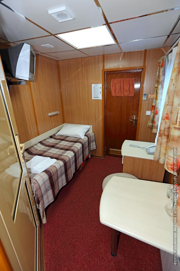 Одноместная каюта №313 на средней палубе теплохода «Александр Бенуа»