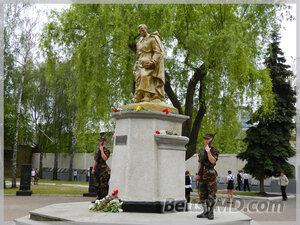 Парад Победы 9 мая 2012 в Бельцах