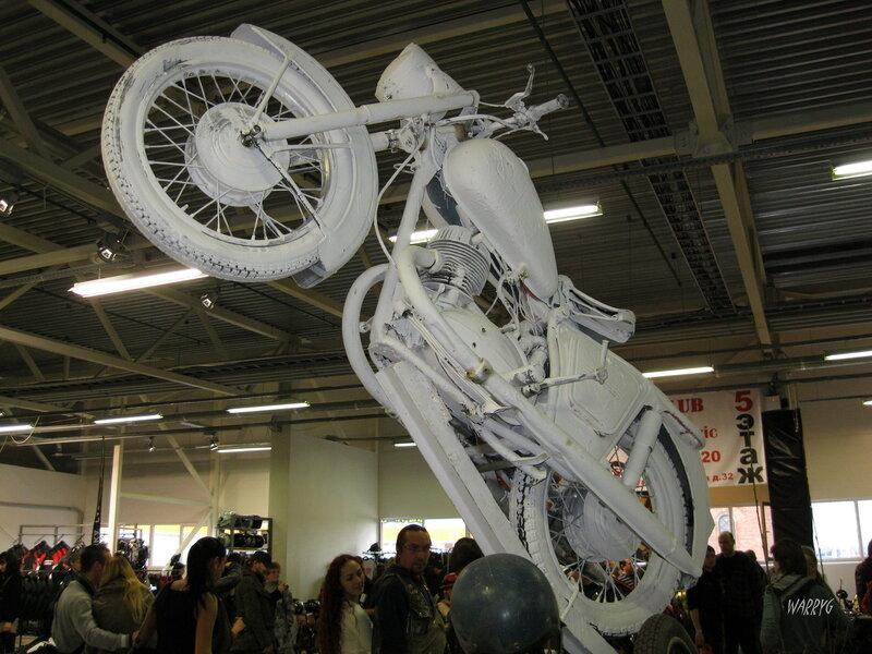 Мотосалон IMIS-2012 в «Гарден Сити». Памятник «И у мотоцикла есть душа».