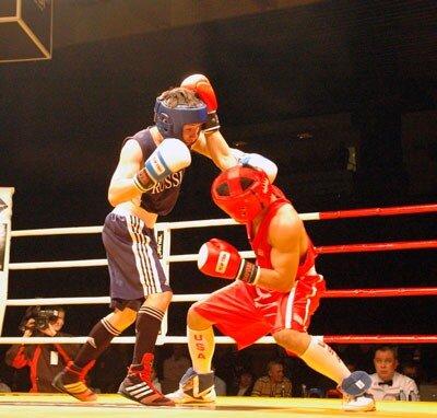 """В ледовом дворце спорта  """"Сибирь """" прошла матчевая встреча по боксу между олимпийскими сборными России и США."""
