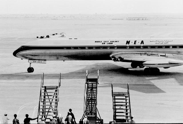 Первым самолетом, приземлившимся на новую посадочную полосу в аэропорте Дубаи стал Comet из Middle E