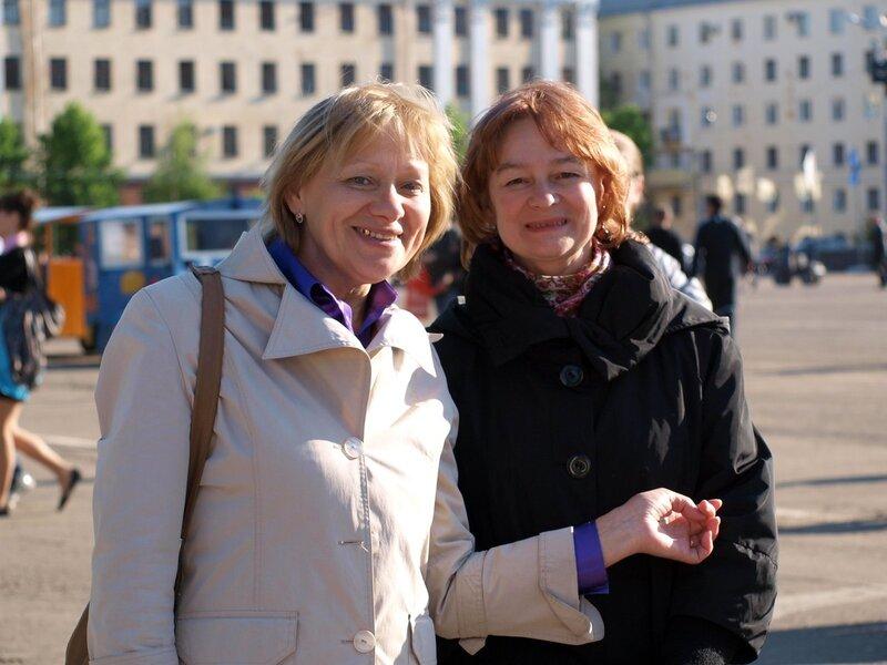 две женщины из кировэнергосбыта