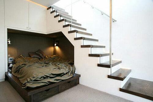 Пространство под лестницей