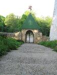 Боковые врата в монастырь.
