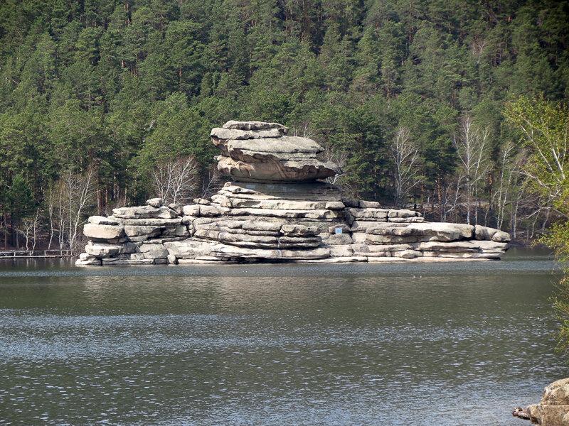 Боровое. Скала в озере Жумбактас (Сфинкс) - 2012 год. Комментарии к фото - Кокшетау Онлайн