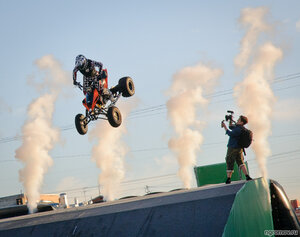 Мото-фристайл (квадроцикл, прыжок, снимать, черная зависть)