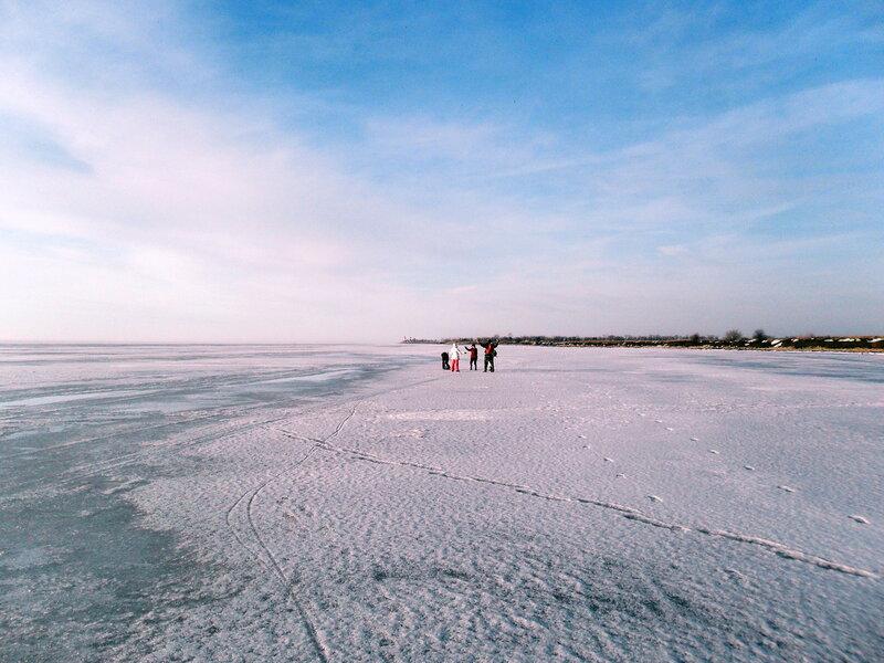 На мартовском льду Азовского моря